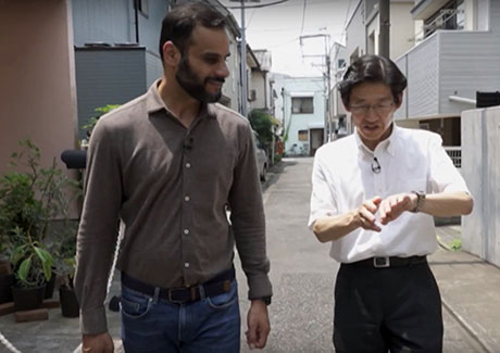 Osaragi (right) describing disaster prevention plans near Ookayama Campus