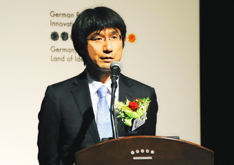 Kawano giving a speech at the ceremony