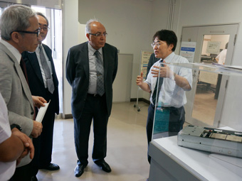 President El-Gohary receiving an explanation about the super computer