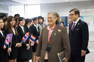 Welcome by Thai students