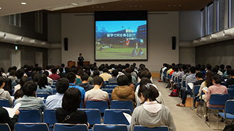 Presentation of a study abroad program by Tokyo Tech staff