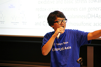 Campus Asia student sharing his research
