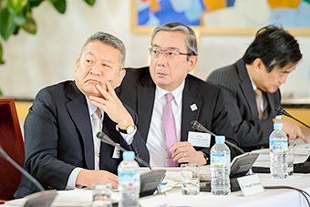 President Yoshinao Mishima (center)