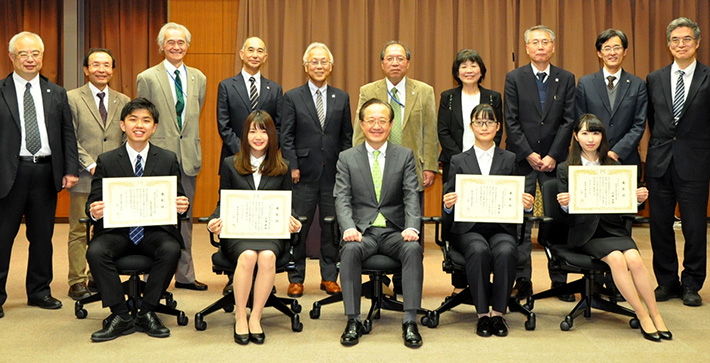 President Kazuya Masu (front, center) and other Tokyo Tech staff with four award recipients