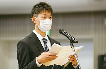 Speech by valedictorian Hiromichi Kato at bachelor's degree graduation ceremony