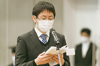 Speech by valedictorian Ryo Takahashi at master's and doctoral degree graduation ceremony