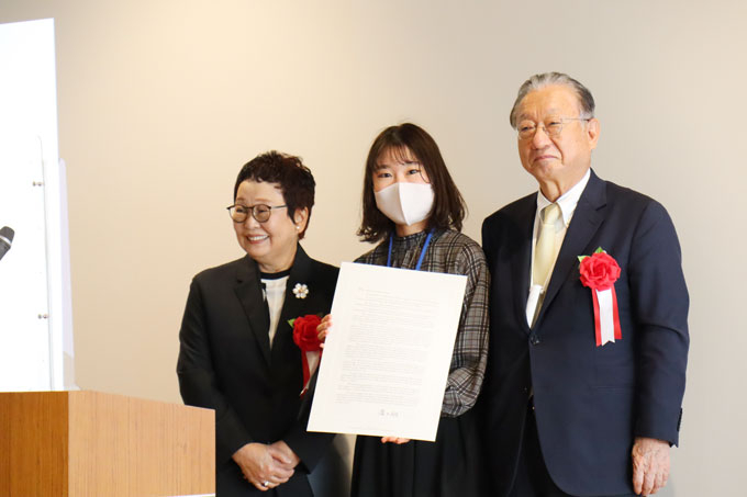 (from left) Hiroko Taki, TPG leader Yanagase, Hisao Taki