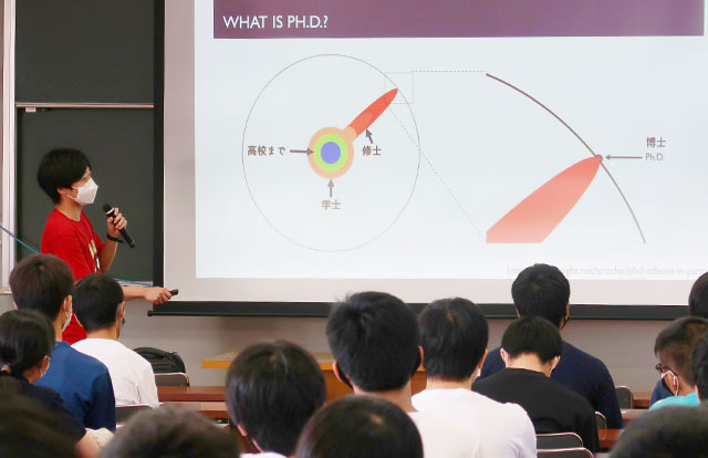 Tokyo Tech student providing simple explanation of doctoral studies