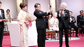 Professor Hosono receives 2016 Japan Prize, gives commemorative lecture