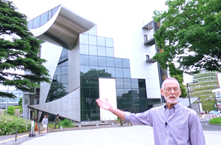 Prof. Stewart explaining the Centennial Hall at Tokyo Tech