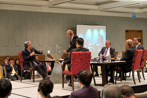 President Mishima (left) at the panel discussion