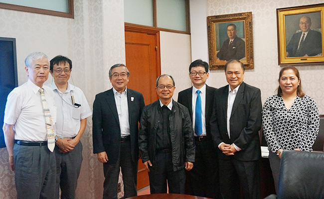 President Mishima (third from left) and President Suplido (center)