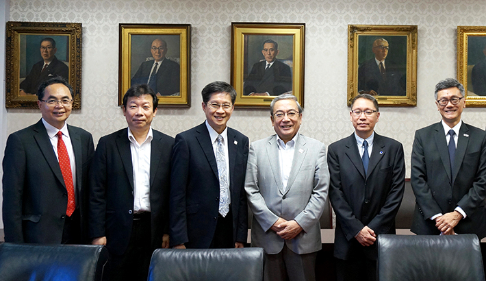 (From left) Associate Provost Yue (NTU), Vice President Sekiguchi, Provost Chong (SUTD), President Mishima, Executive Director Huan (A*STAR), and Deputy President Tan (NUS)