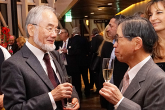 Ohsumi (left) with Dr. Tadaharu Tsumoto, director of JSPS Stockholm Office