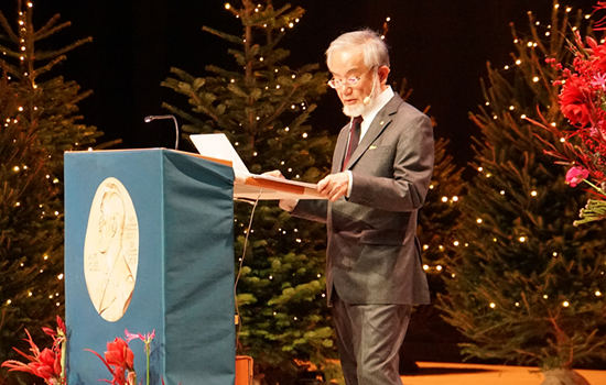 Ohsumi delivering his Nobel Lecture