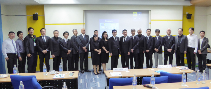 Speakers and participants from Tokyo Tech, NSTDA, and TAIST partner universities including NSTDA EVP Chadamas Thuvasethakul (center) and VP Omjai Saimek (left of EVP)