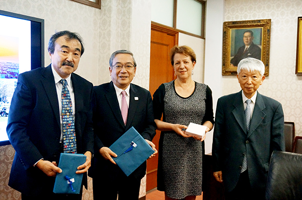 (from left) Executive Vice President Ando, President Mishima,First Vice-President Professor Florentz, Professor Nakatani