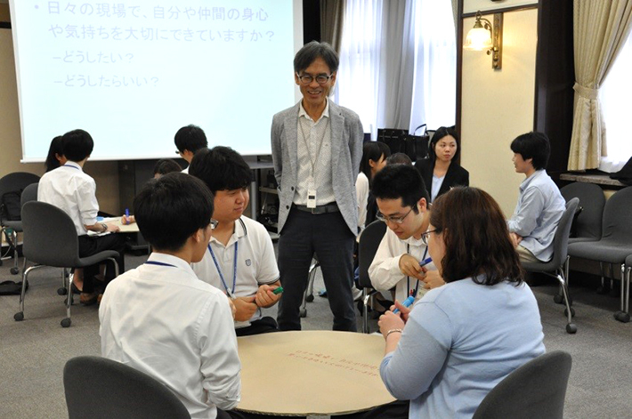 Facilitator Nakano overseeing process-focused activities