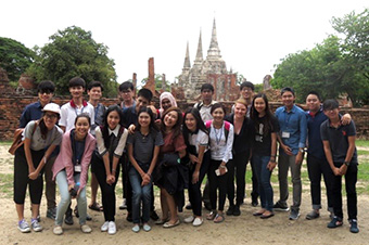 Study tour to the ancient city of Ayutthaya. Masaya Kobayashi, 1st-year master's student, Transdisciplinary Science and Engineering (back row, third from left)
