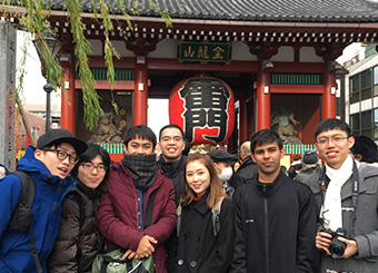 Tokyo sightseeing tour guided by Tokyo Tech students. Yuya Eyama (far left) and Hiroyuki Taniguchi (second from left), both 4th-year Mechanical Engineering students