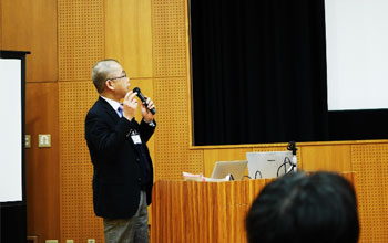 Professor Yuhashi (left) and Dr. Okazaki giving lectures
