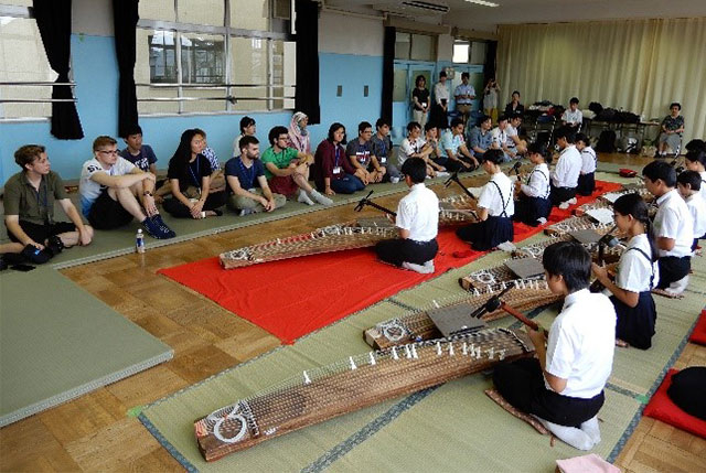 Introduction to koto and shamisen, traditional Japanese musical instruments