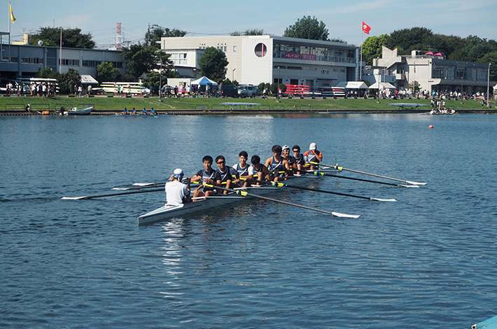 Tokyo Tech men's eight moving to start line