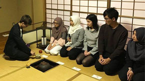 Origami, tea ceremony, and New Year's cards by international students