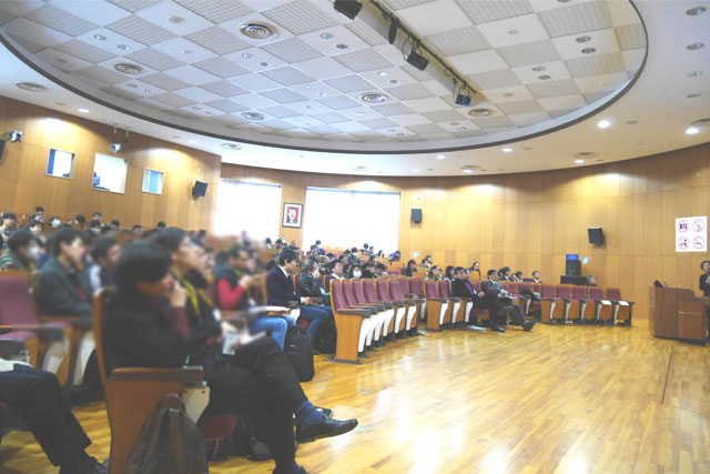 160-strong audience at the mini-symposium