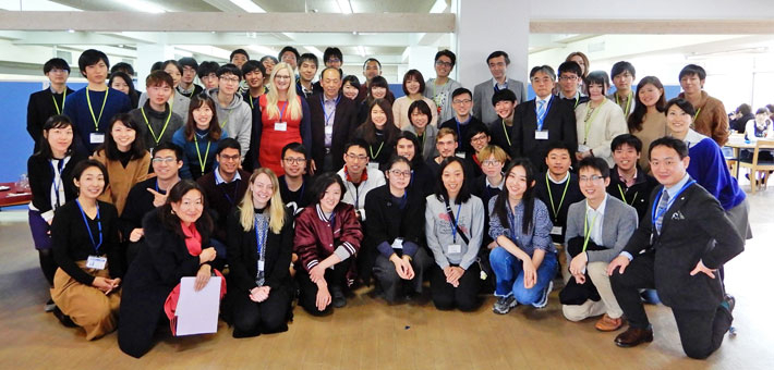 Winter Program participants with Tokyo Tech faculty members, students, and program staff at welcome lunch on first day of program