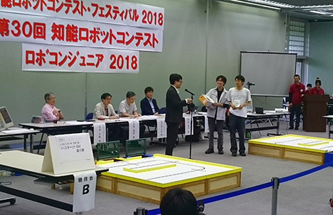 Tokyo Tech students receiving awards