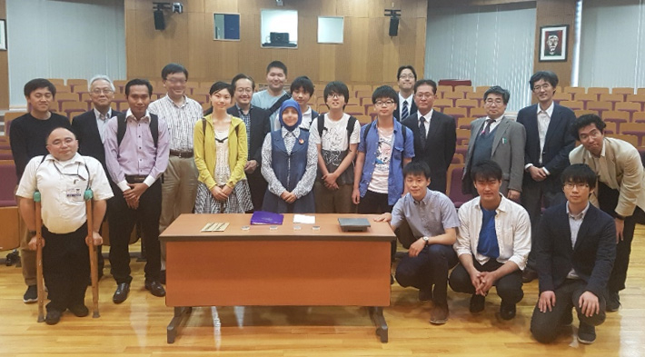 Group photo after the lecture