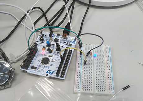 Microcomputer connected to an electrical circuit