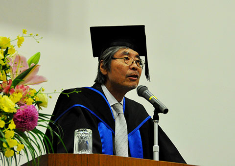 Dean Wada of the School of Materials and Chemical Technology
