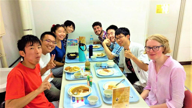 SERP inbound students, Tokyo Tech outbound students, peer tutors enjoying lunch