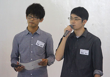 Student assistants Kaito Inomata (left) and Yuuga Yashima