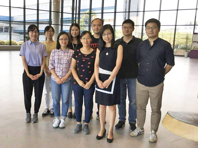 Ishisone (far left) and lab members, Host Professor Xu Rong (far right, 1st row)