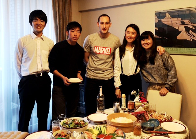 Home Visit: Winter Program participants and Tokyo Tech tennis club members