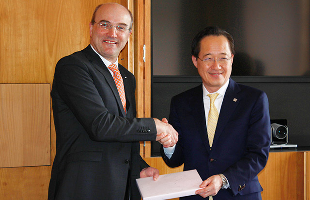 President Masu (right) and RWTH Aachen University Rector Rüdiger
