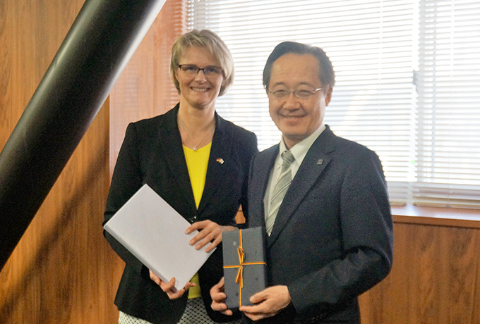 German Federal Minister of Education and Research Karliczek briefed on Tokyo Tech's quantum sensing research
