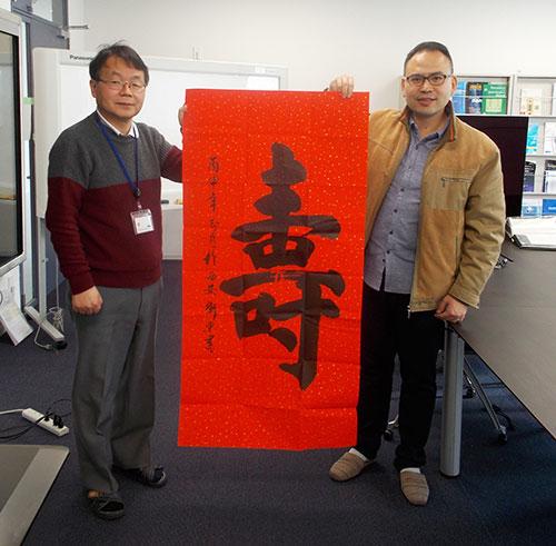 Professor Hideo Hosono and Assistant Professor Junjie Wang of Tokyo Tech