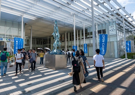 Prospective students entering Tokyo Tech Front