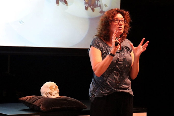 Prof. Turi King, 2019 Ri lecturer, with 3D print of Richard III's skull