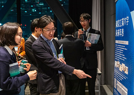 Discussions continue in front of Tokyo Tech Future Chronology