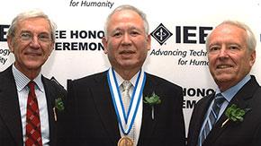 赤木泰文特任教授がIEEEメダル授賞式に出席