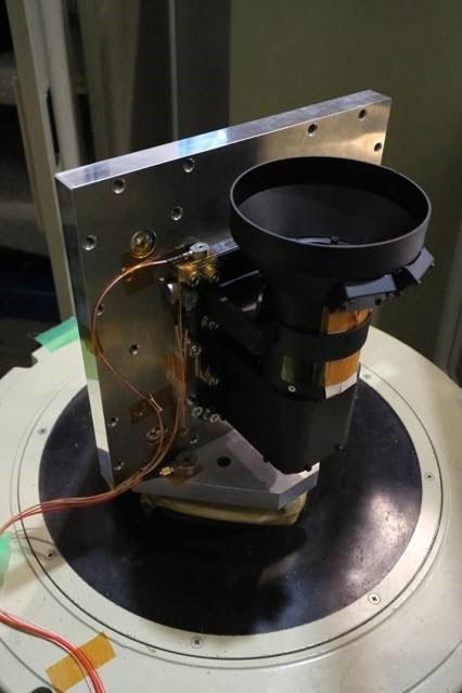振動試験中のカメラユニット