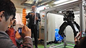 災害対応ロボットの実用に期待 小型で大パワー、滑らかな動きの油圧アクチュエータ開発