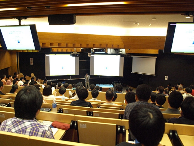 Over 200 math fans at Tokyo Tech Lecture Theatre